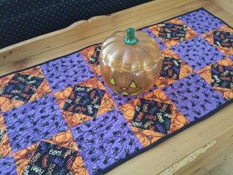 Halloween Table Runner - Black Cats